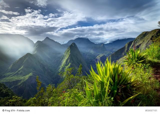 Lever de soleil sur le cirque de Mafate - Réunion