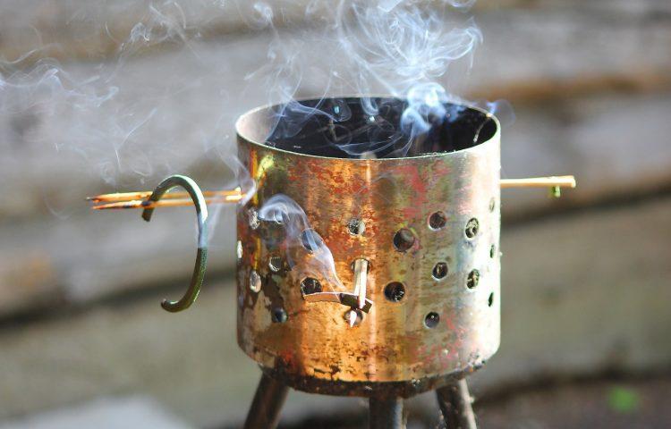 kaffeepulver verbrennen hilft gegen m cken. Black Bedroom Furniture Sets. Home Design Ideas
