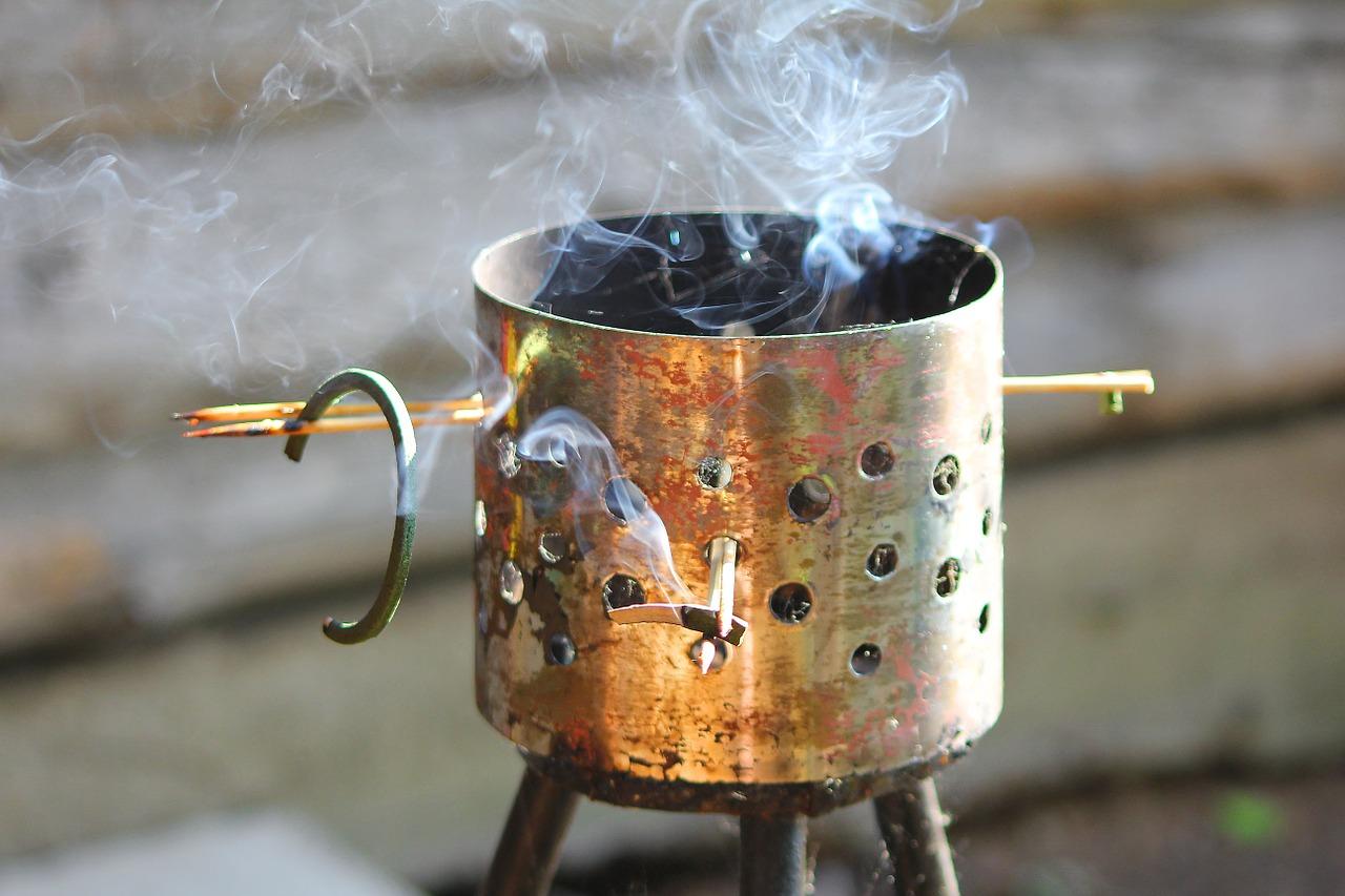 Kaffeepulver verbrennen hilft gegen Mücken